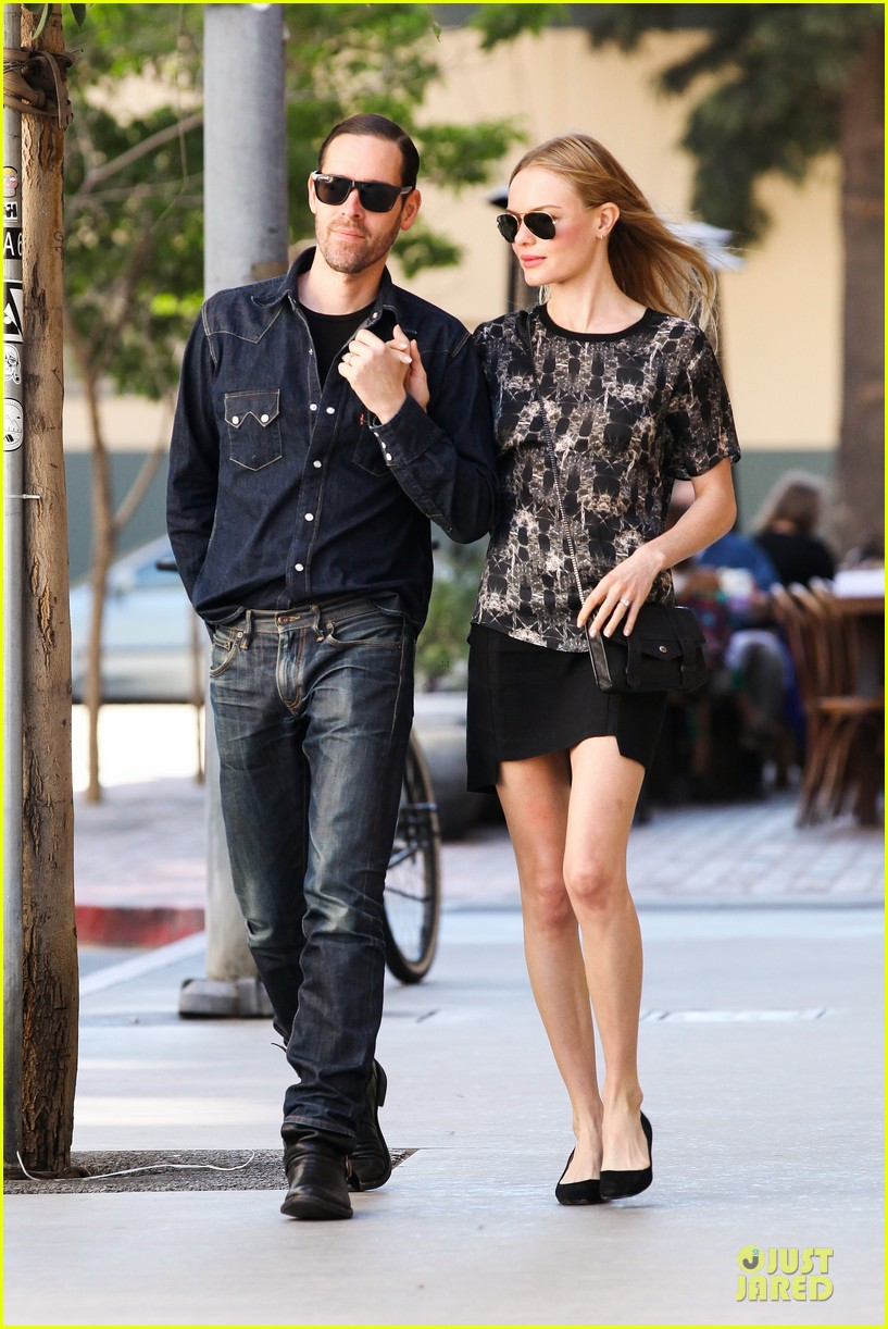 kate bosworth michael polish hold hands after catalina festival 112959342