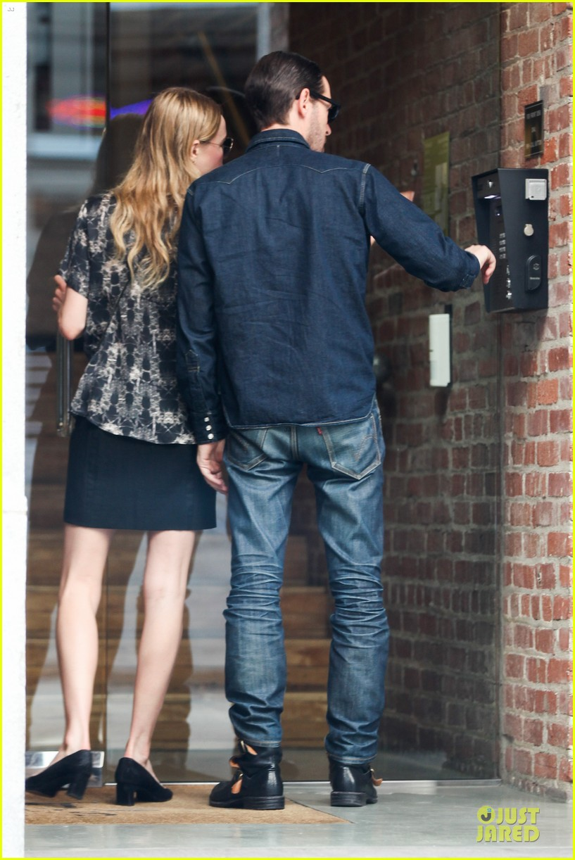 kate bosworth michael polish hold hands after catalina festival 122959343