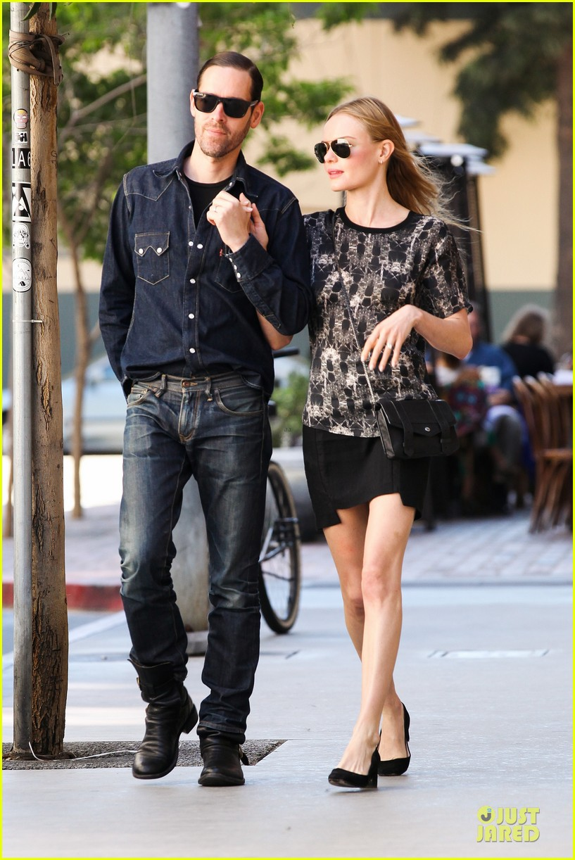 kate bosworth michael polish hold hands after catalina festival 152959346