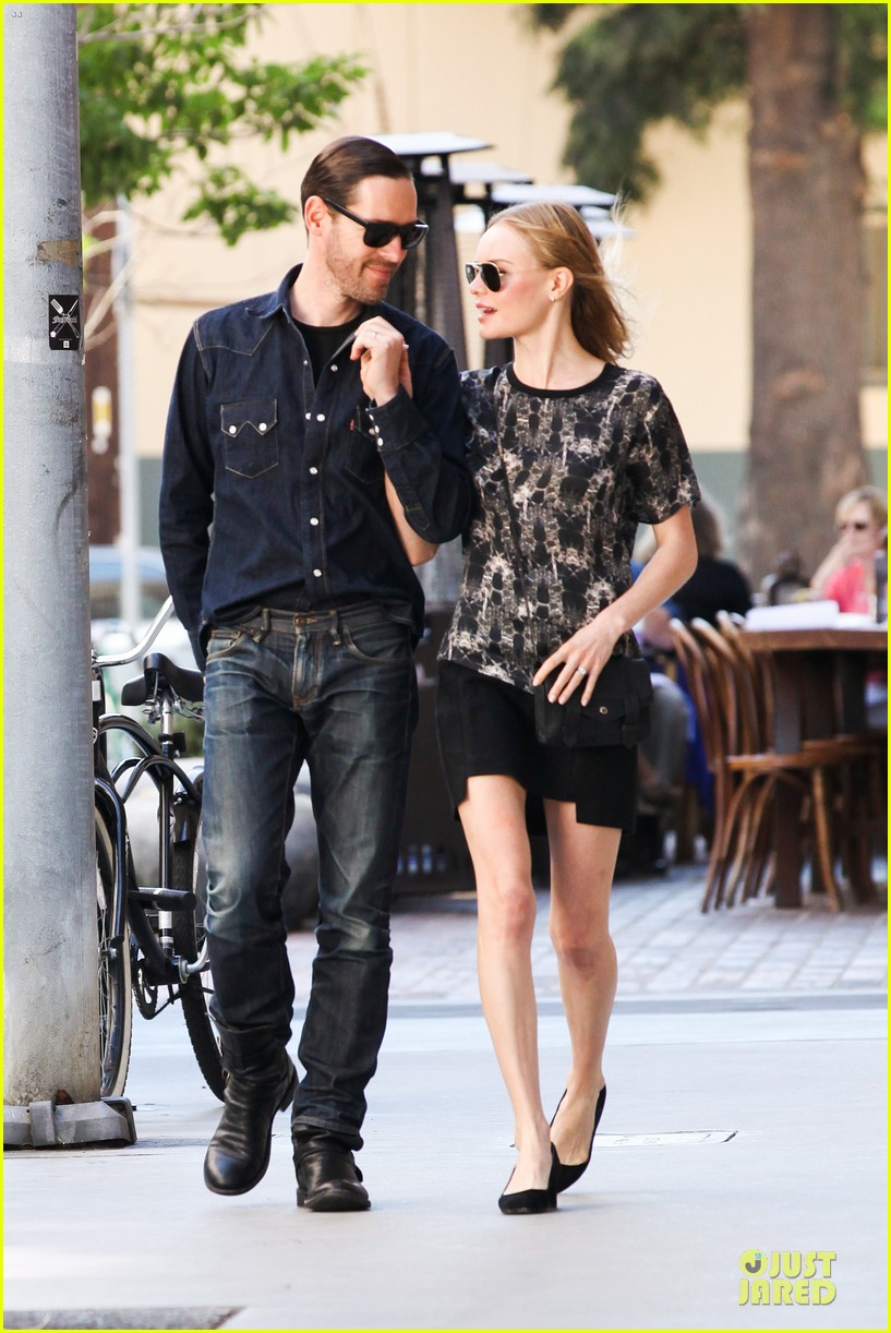 kate bosworth michael polish hold hands after catalina festival 172959348