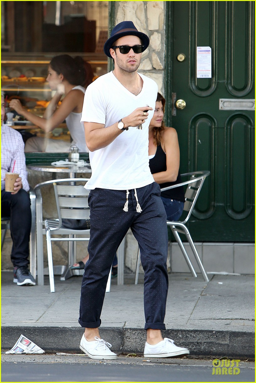josh bomwan emily vancamp separate food outings 112948408