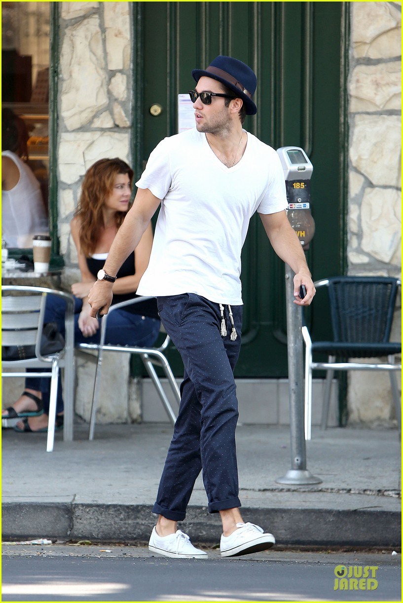 josh bomwan emily vancamp separate food outings 242948421