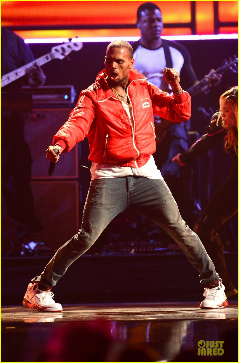 chris brown flashy dance moves at iheartradio music festival 152956619