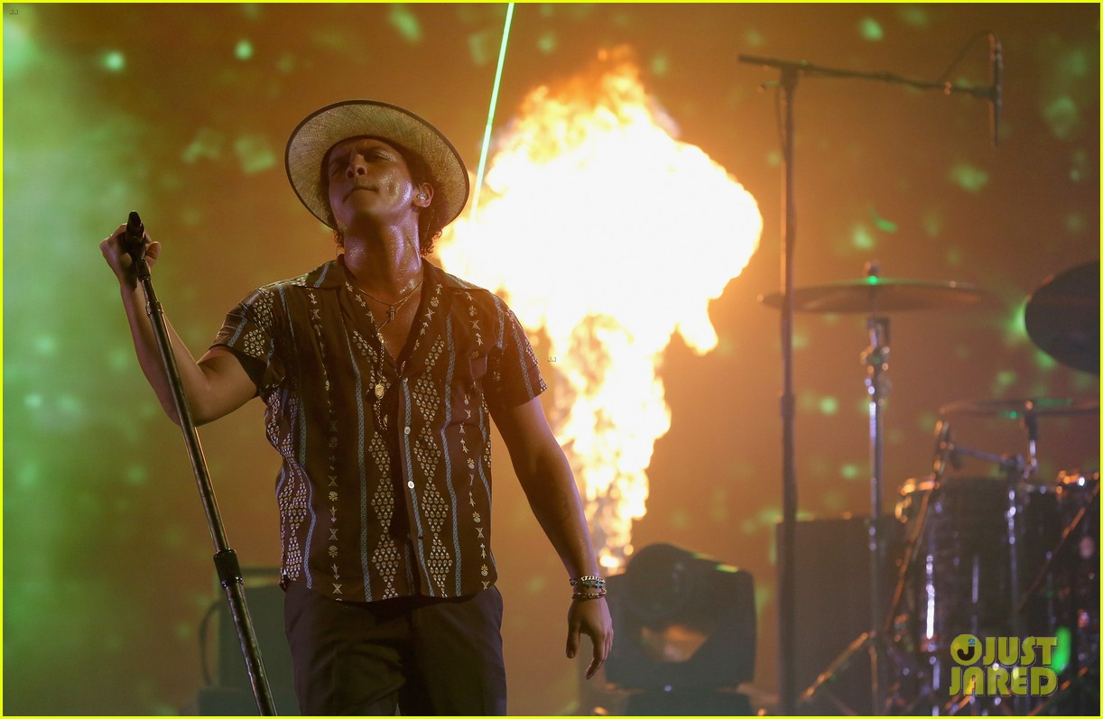bruno mars drake miguel perform iheartradio watch 172957400