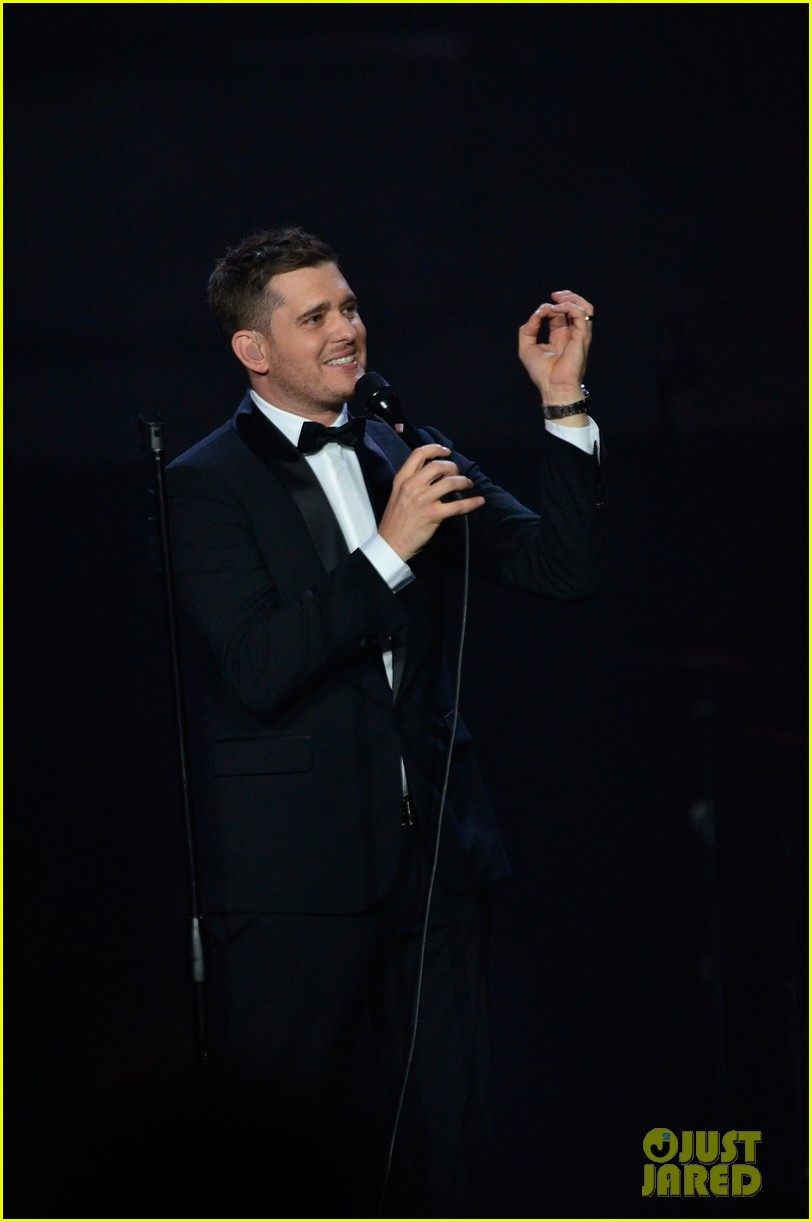 michael buble ends concert with amazing unplugged moment 212963142