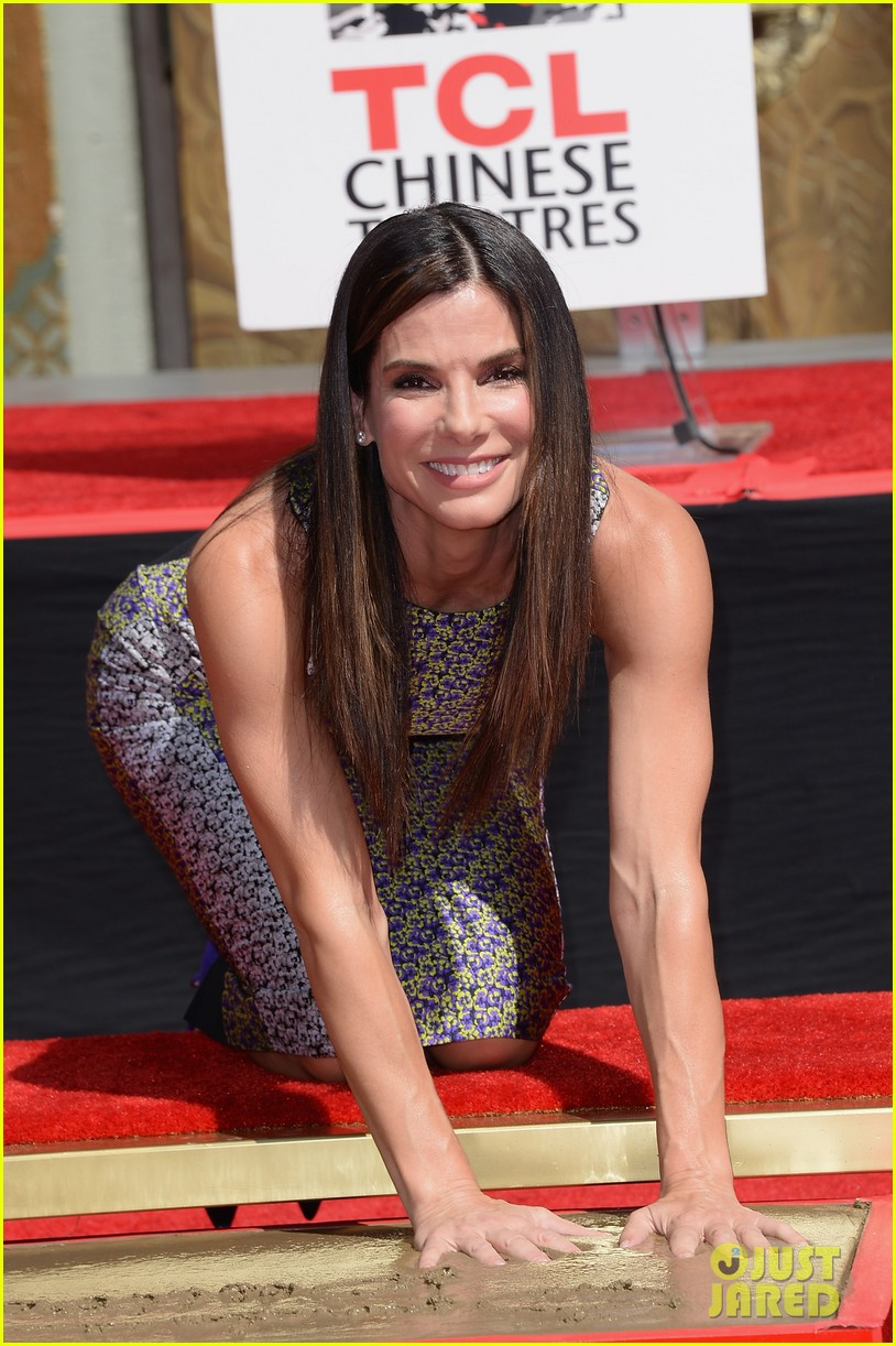 sandra bullock receives handprint at tci chinese theater 052959875