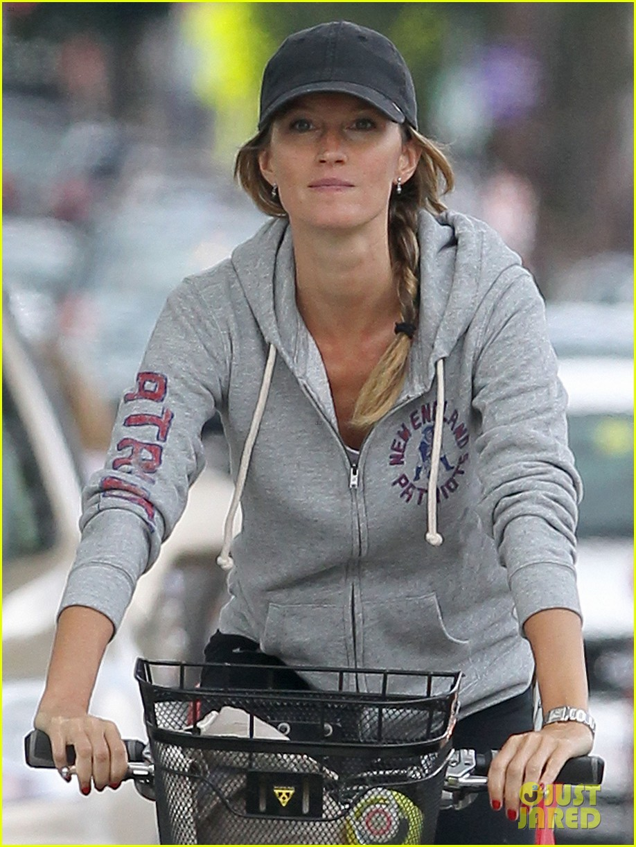 gisele bundchen rides bike tom brady scoots with benjamin 042947107
