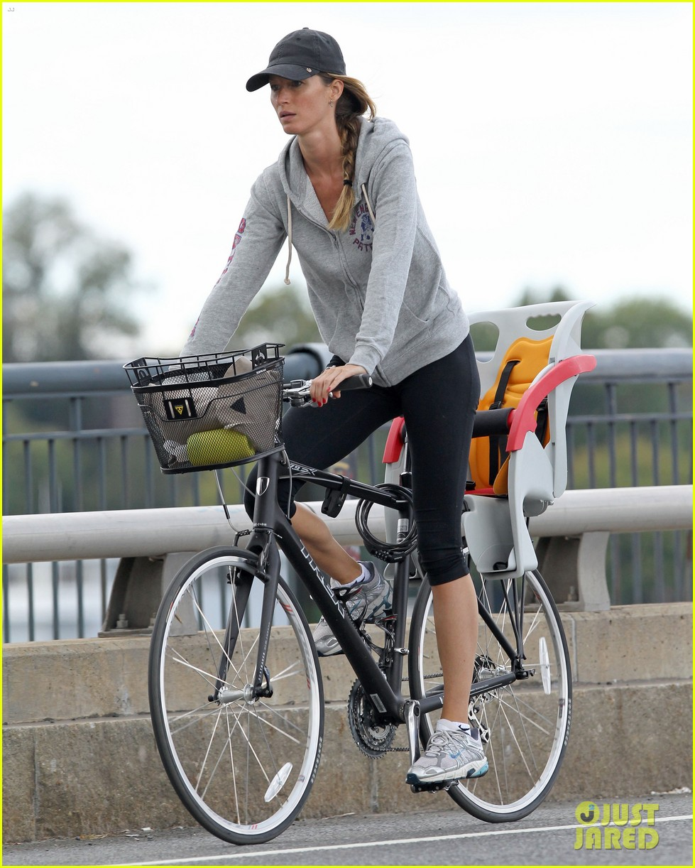 gisele bundchen rides bike tom brady scoots with benjamin 102947113