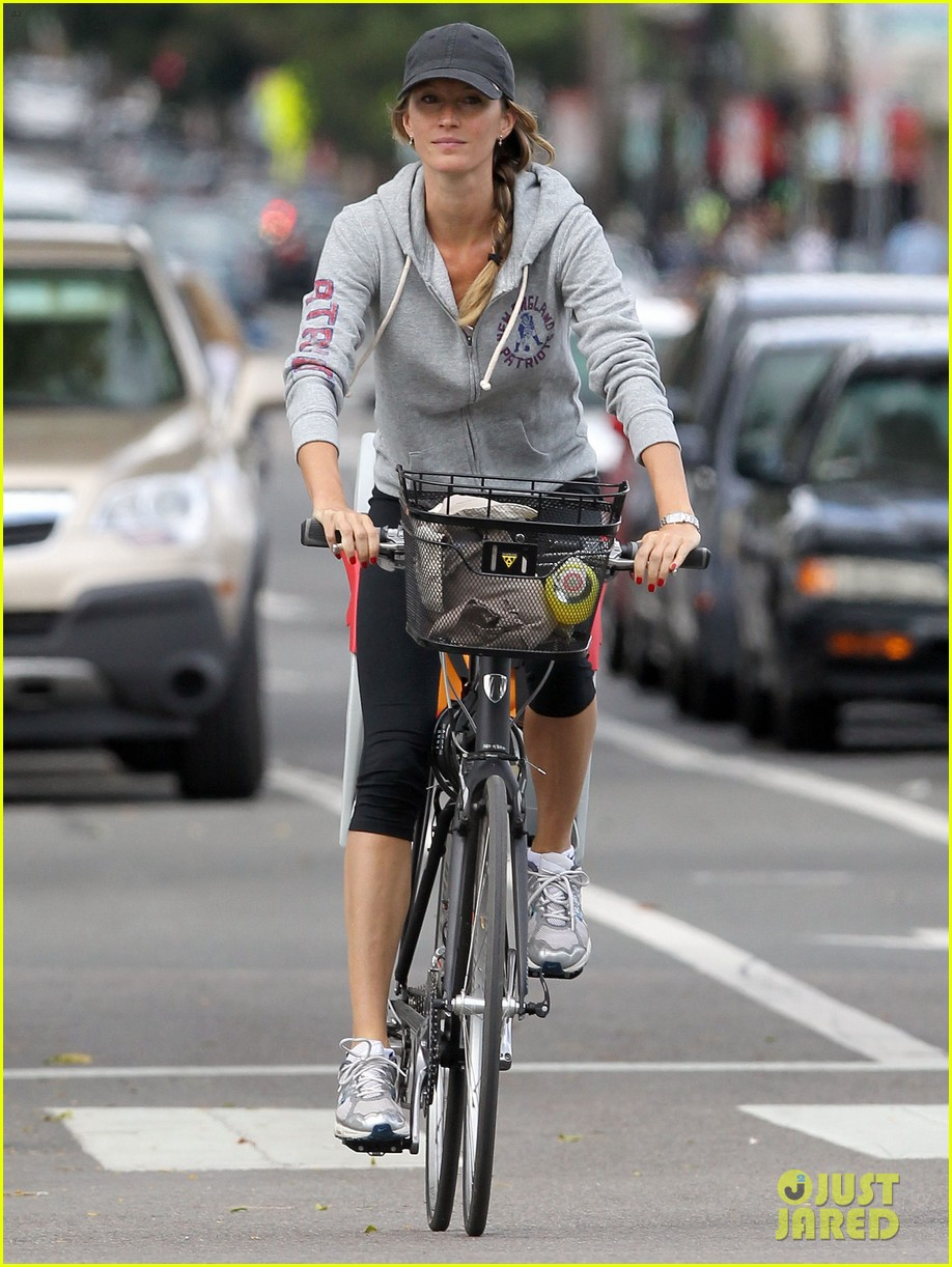 gisele bundchen rides bike tom brady scoots with benjamin 132947116