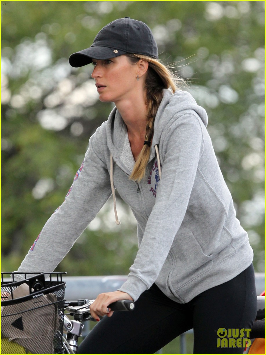 gisele bundchen rides bike tom brady scoots with benjamin 192947122