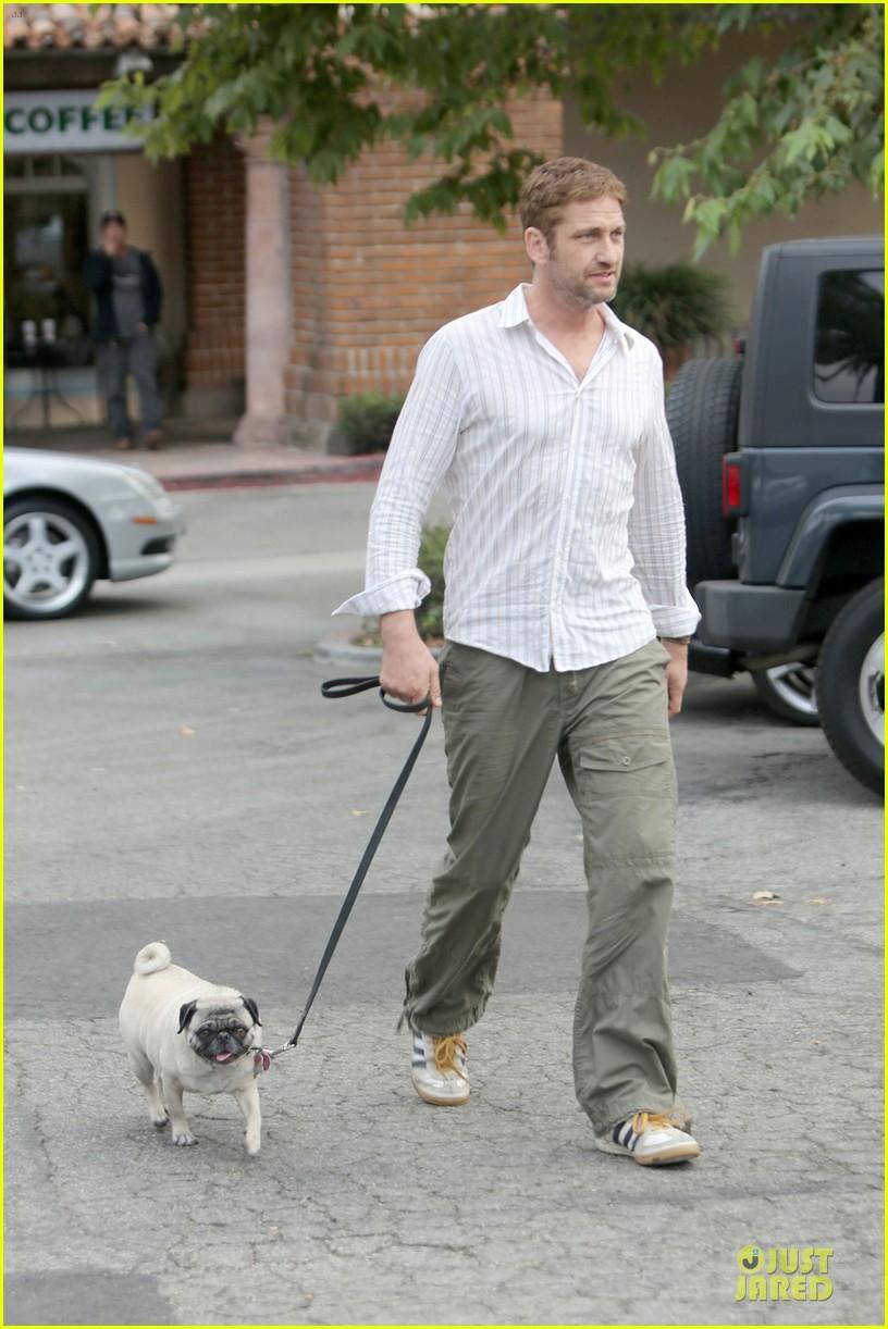 gerard butler malibu stroll with pet pooch lolita 012956644