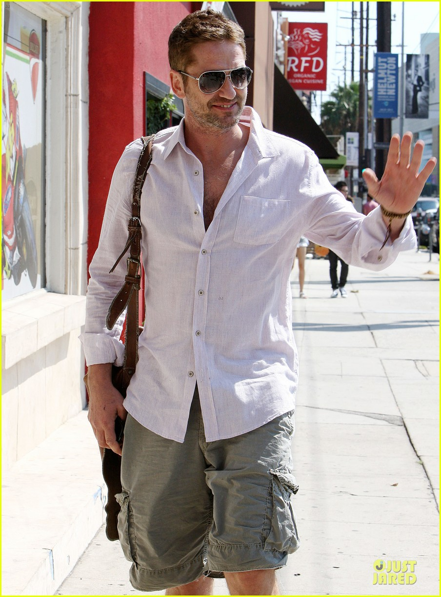 gerard butler makes shortlist for scottish fashion icon award 042948514