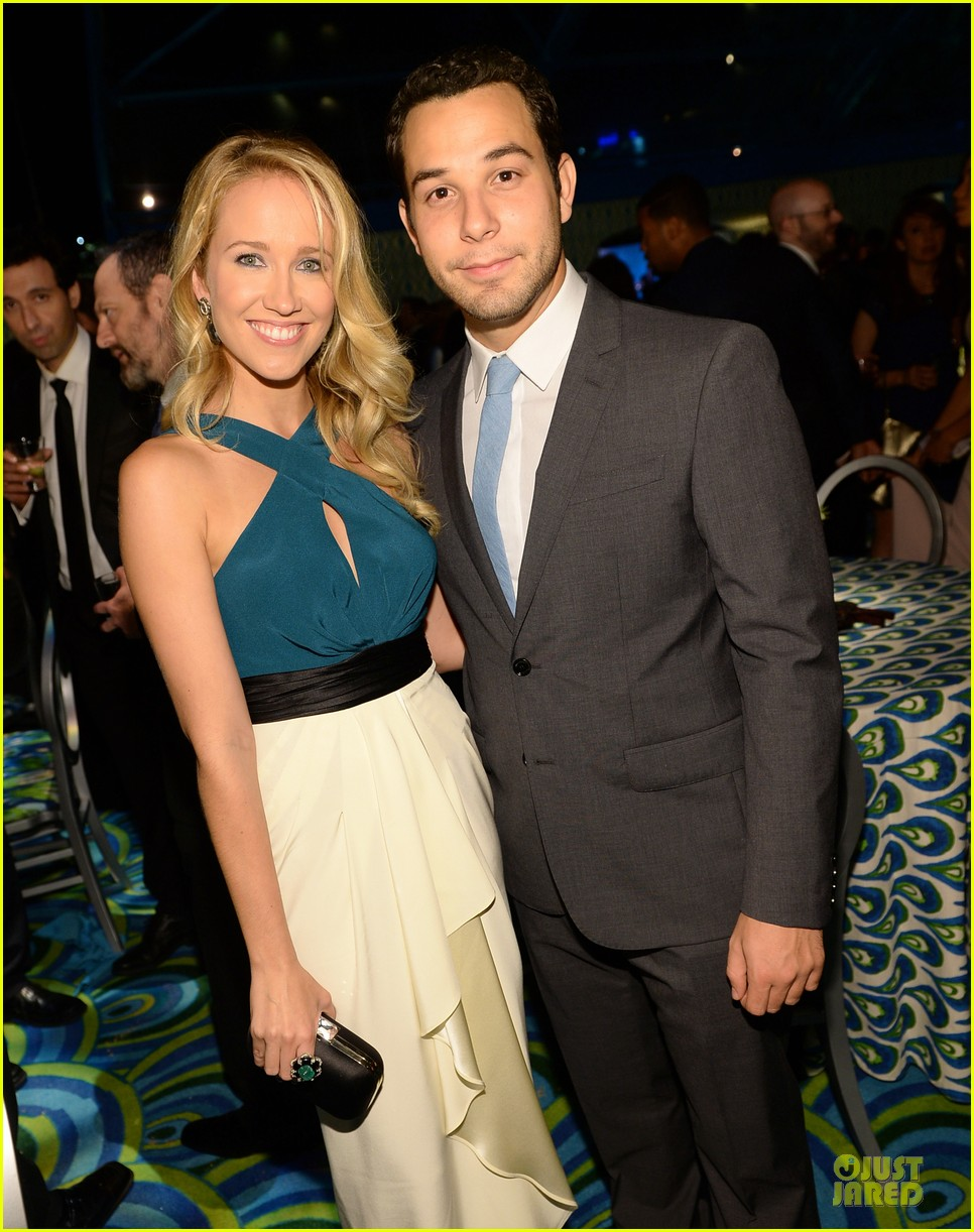 anna camp skylar astin hbo emmys after party 2013 02