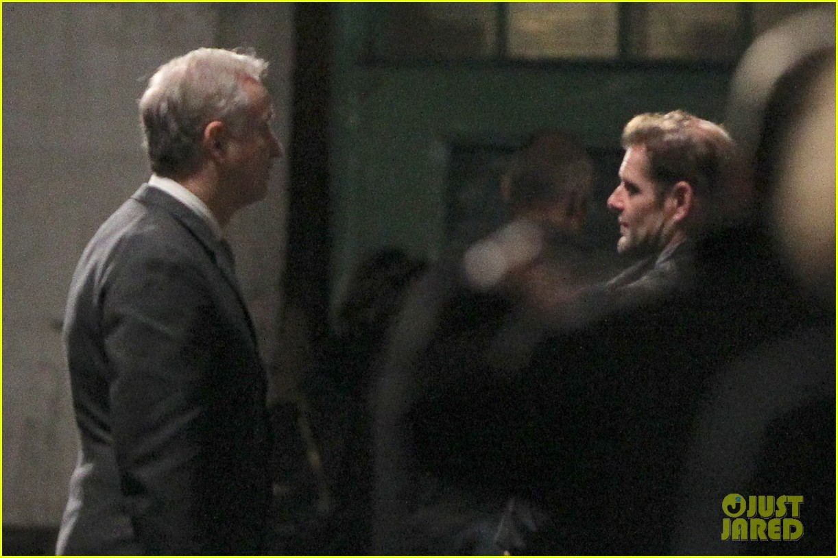 henry cavill suits up on man from uncle set 082955532