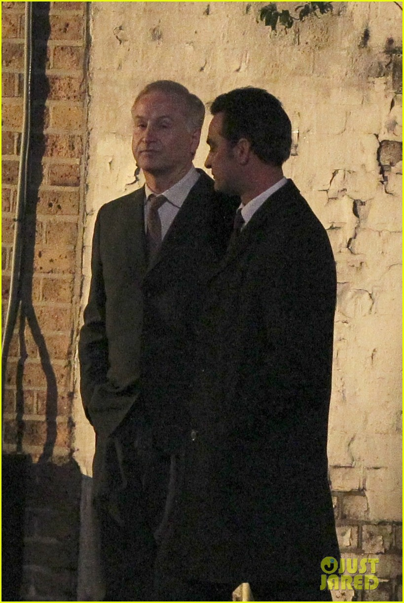 henry cavill suits up on man from uncle set 132955537