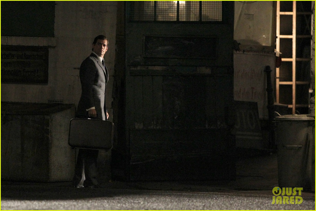 henry cavill suits up on man from uncle set 142955538