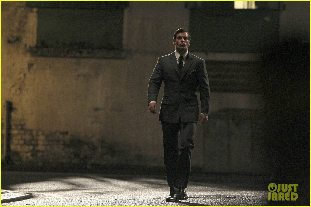 henry cavill suits up on man from uncle set 152955539