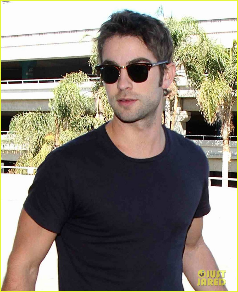 chace crawford low key arrival lax 01