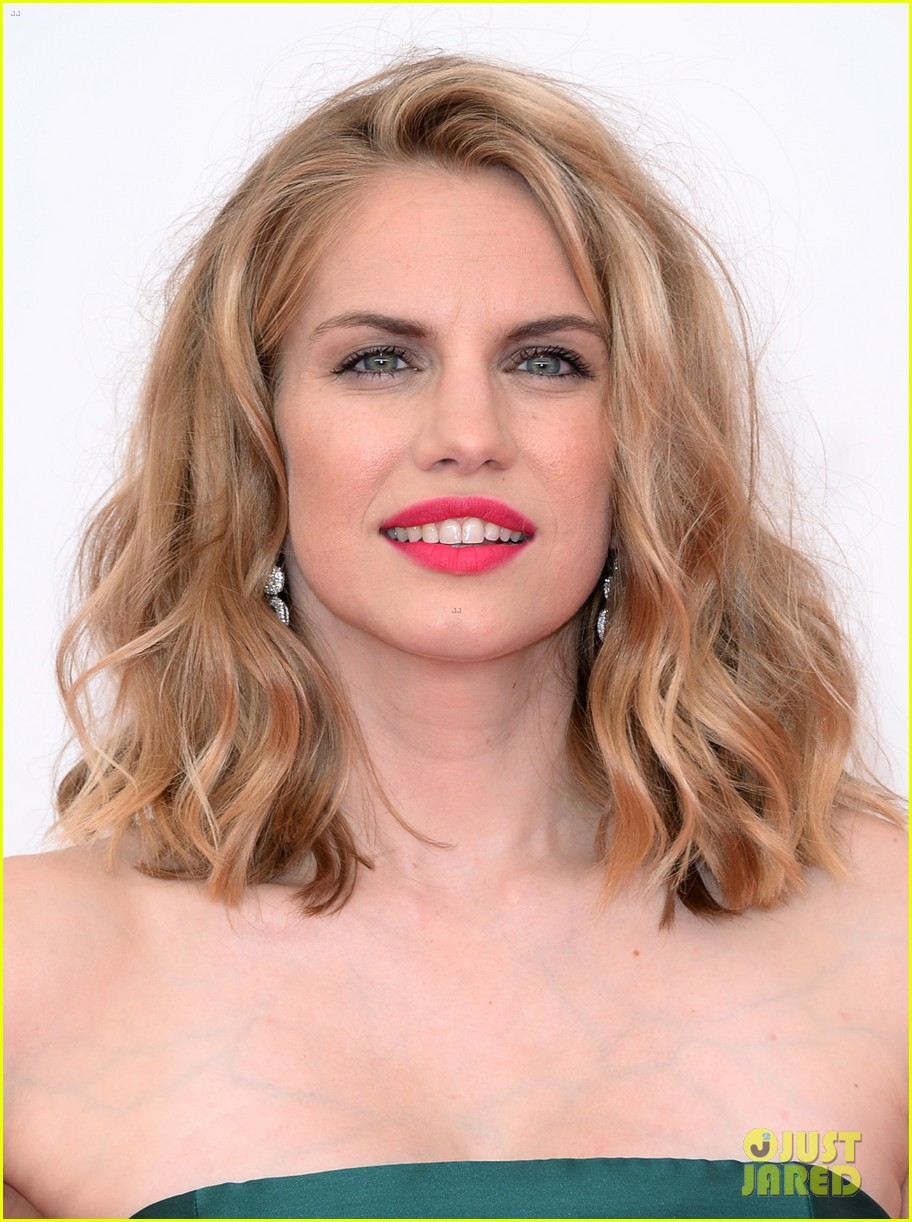 veep anna chlumsky emmys 2013 red carpet 042957979
