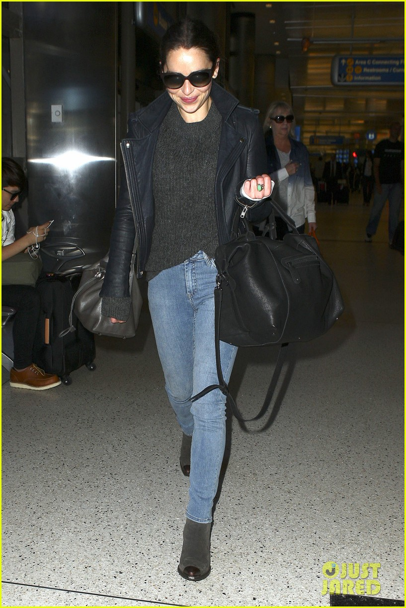 emilia clarke flies out of town after emmys loss 102958967