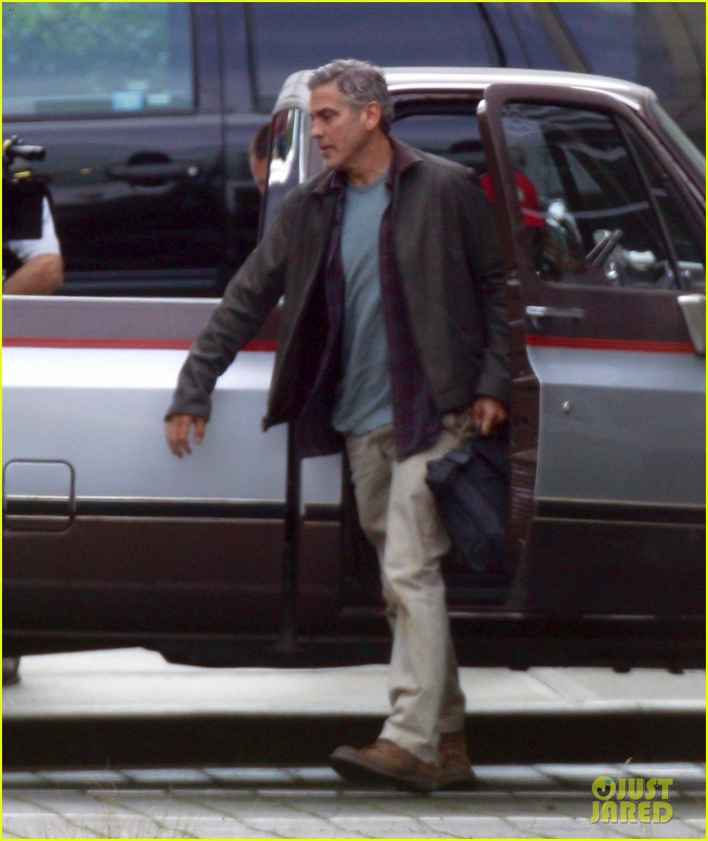 george clooney meets dylan obrien on tomorrowland set 012955016