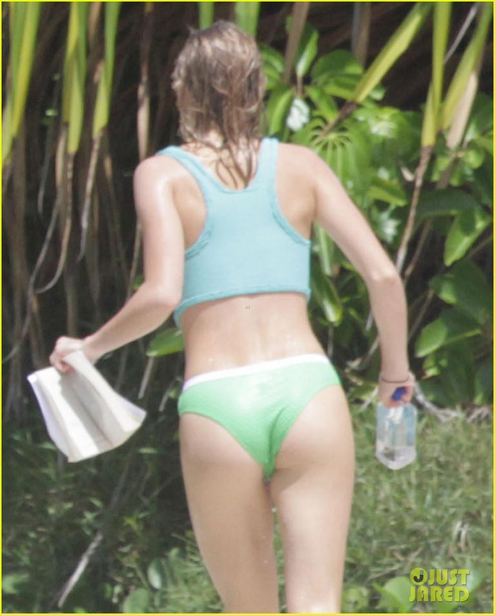 bradley cooper shirtless at the beach with suki waterhouse 072963527