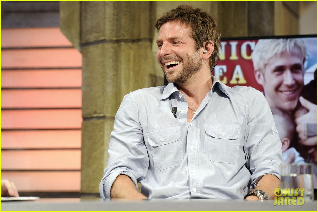 bradley cooper shoots hoops on el hormiguero 082944669