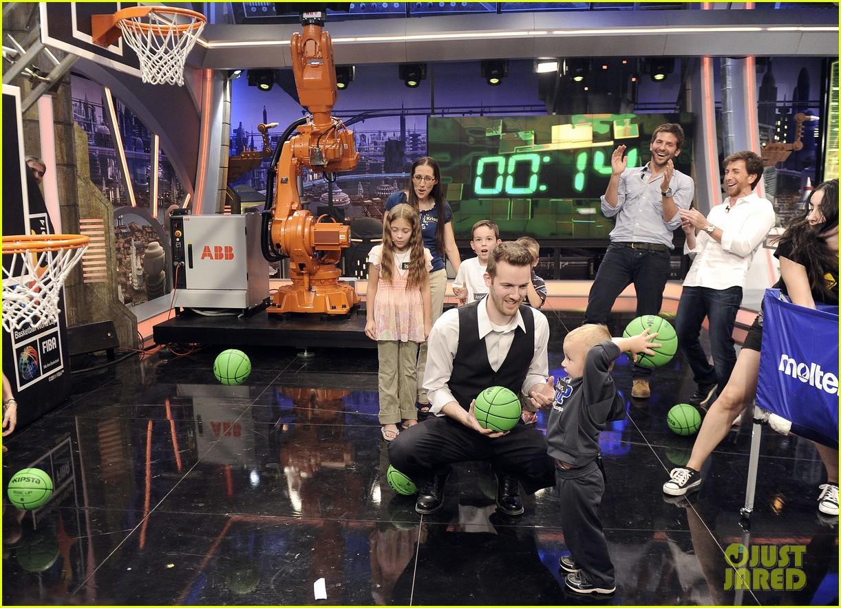 bradley cooper shoots hoops on el hormiguero 152944676