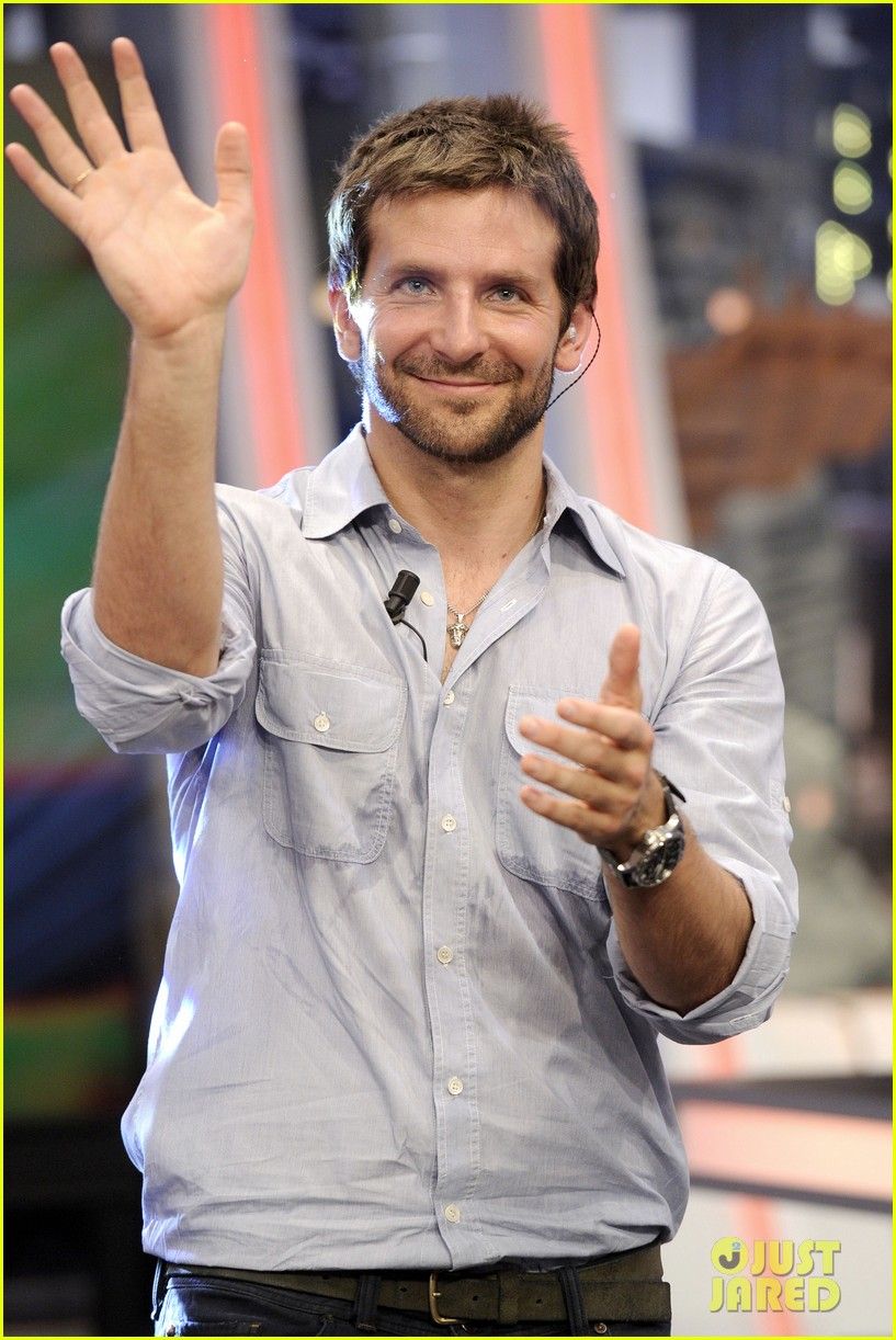 bradley cooper shoots hoops on el hormiguero 192944680