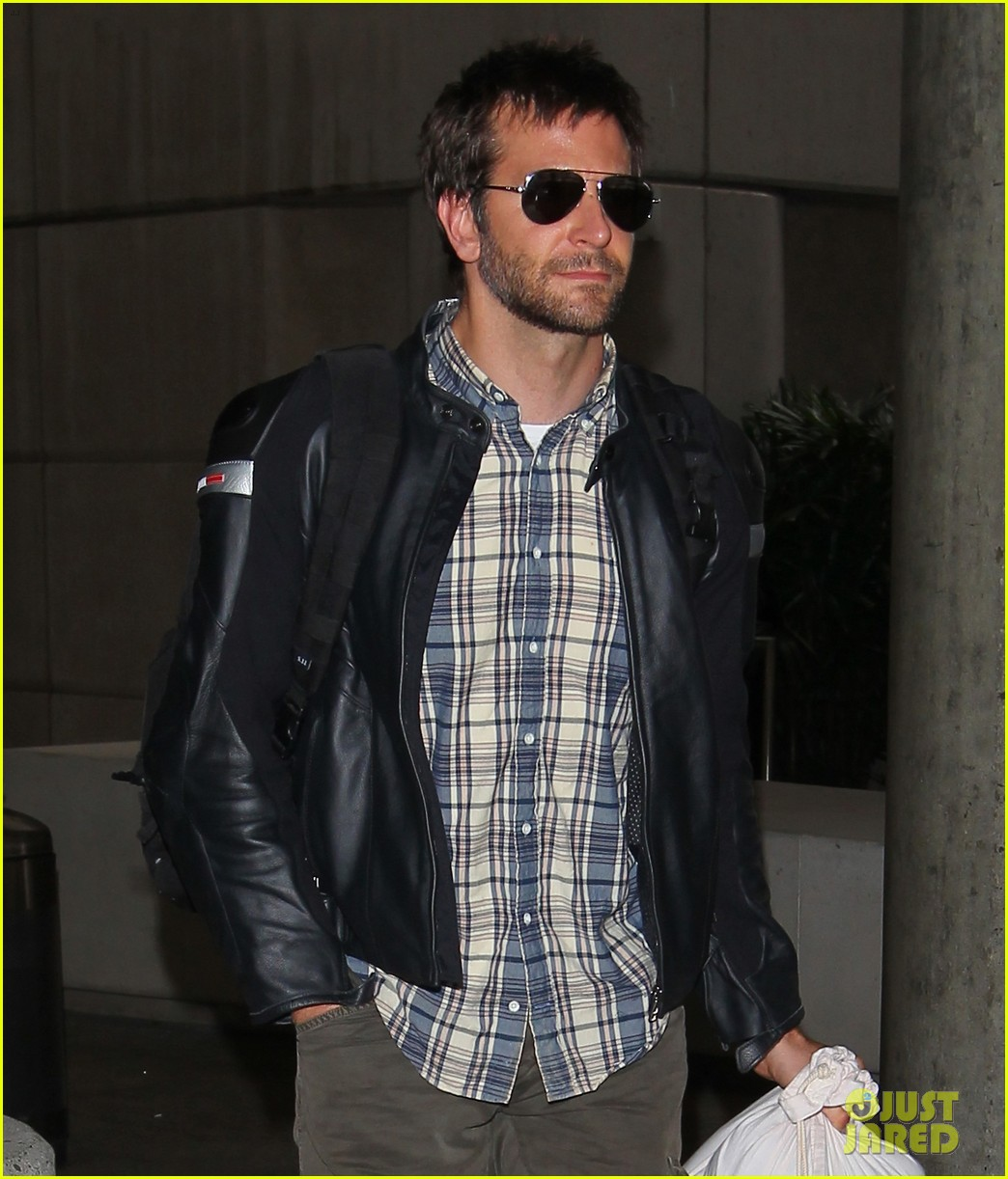 bradley cooper lands back home after press tour in spain 02