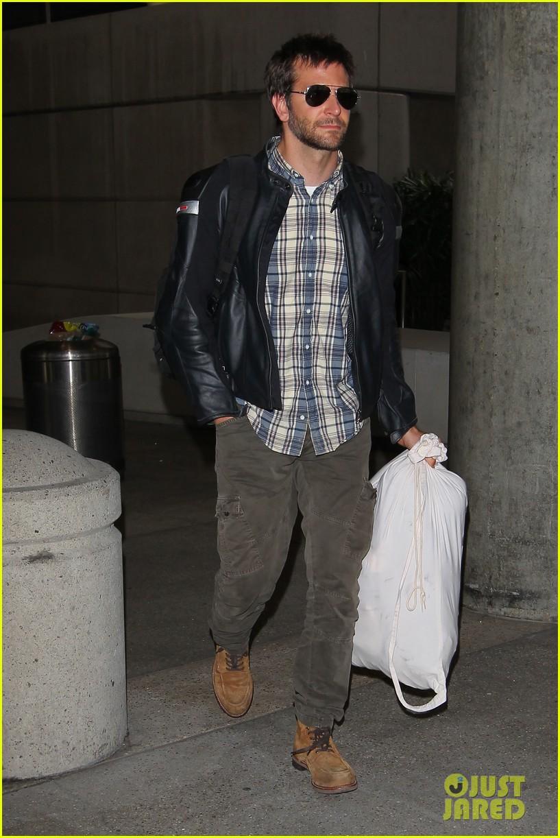 bradley cooper lands back home after press tour in spain 042949257