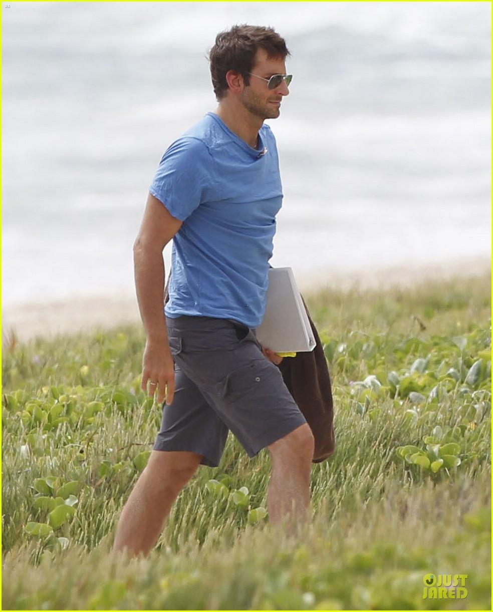 bradley cooper shirtless relaxing beach stud in hawaii 172952292