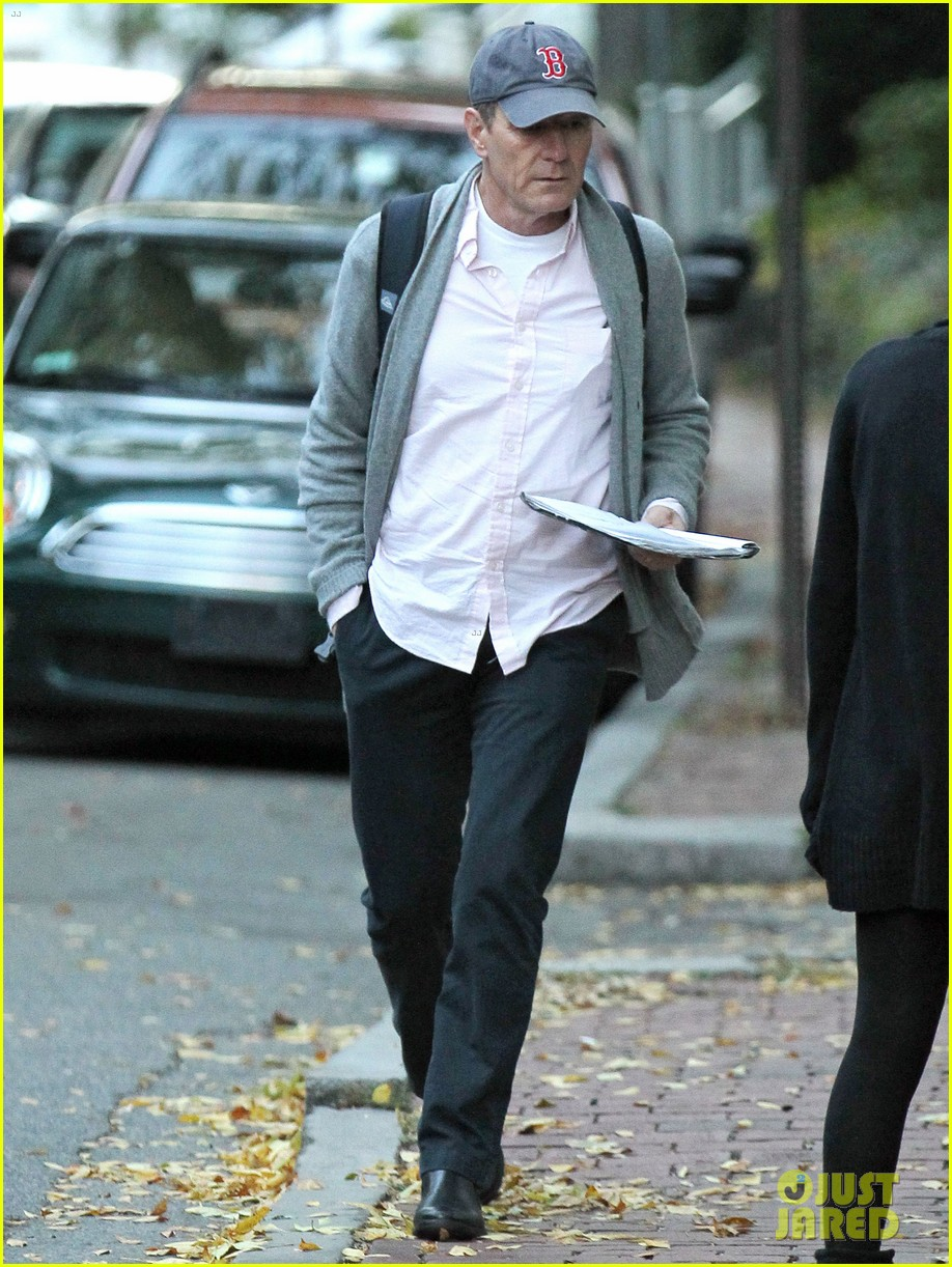 bryan cranston greets fans ahead of breaking bad finale 022961711