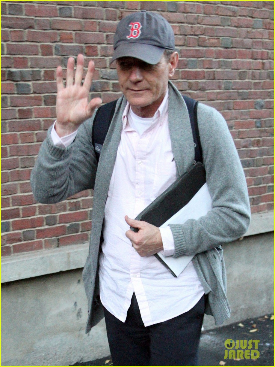 bryan cranston greets fans ahead of breaking bad finale 052961714