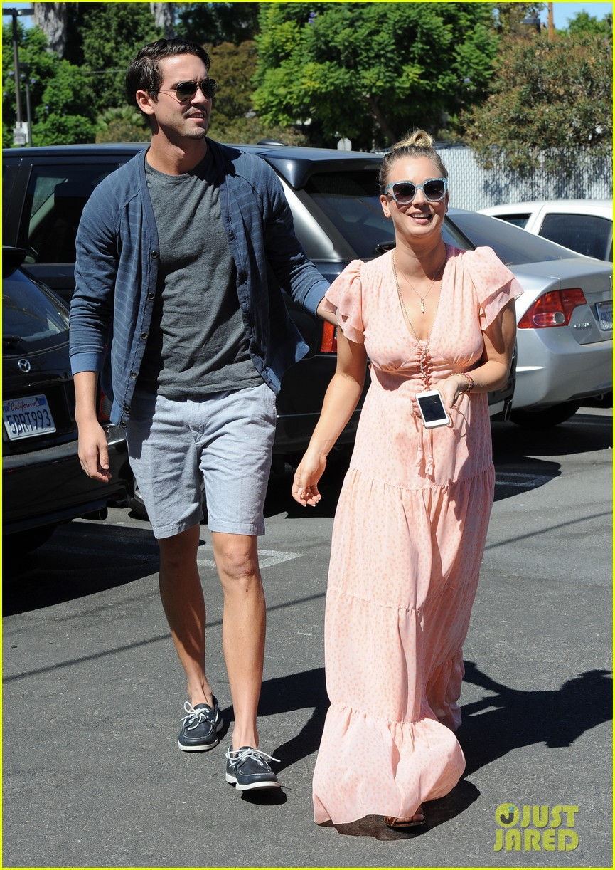 kaley cuoco fiance ryan sweeting hold hands at lunch 052961895