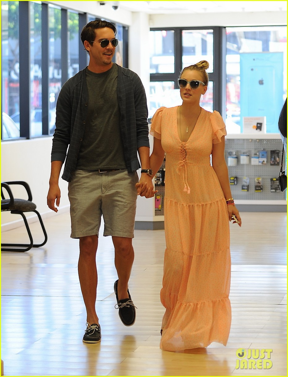kaley cuoco fiance ryan sweeting hold hands at lunch 062961896