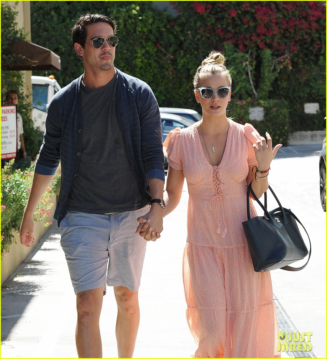 kaley cuoco fiance ryan sweeting hold hands at lunch 102961900