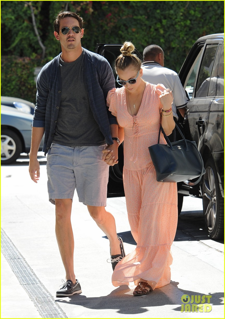 kaley cuoco fiance ryan sweeting hold hands at lunch 132961903