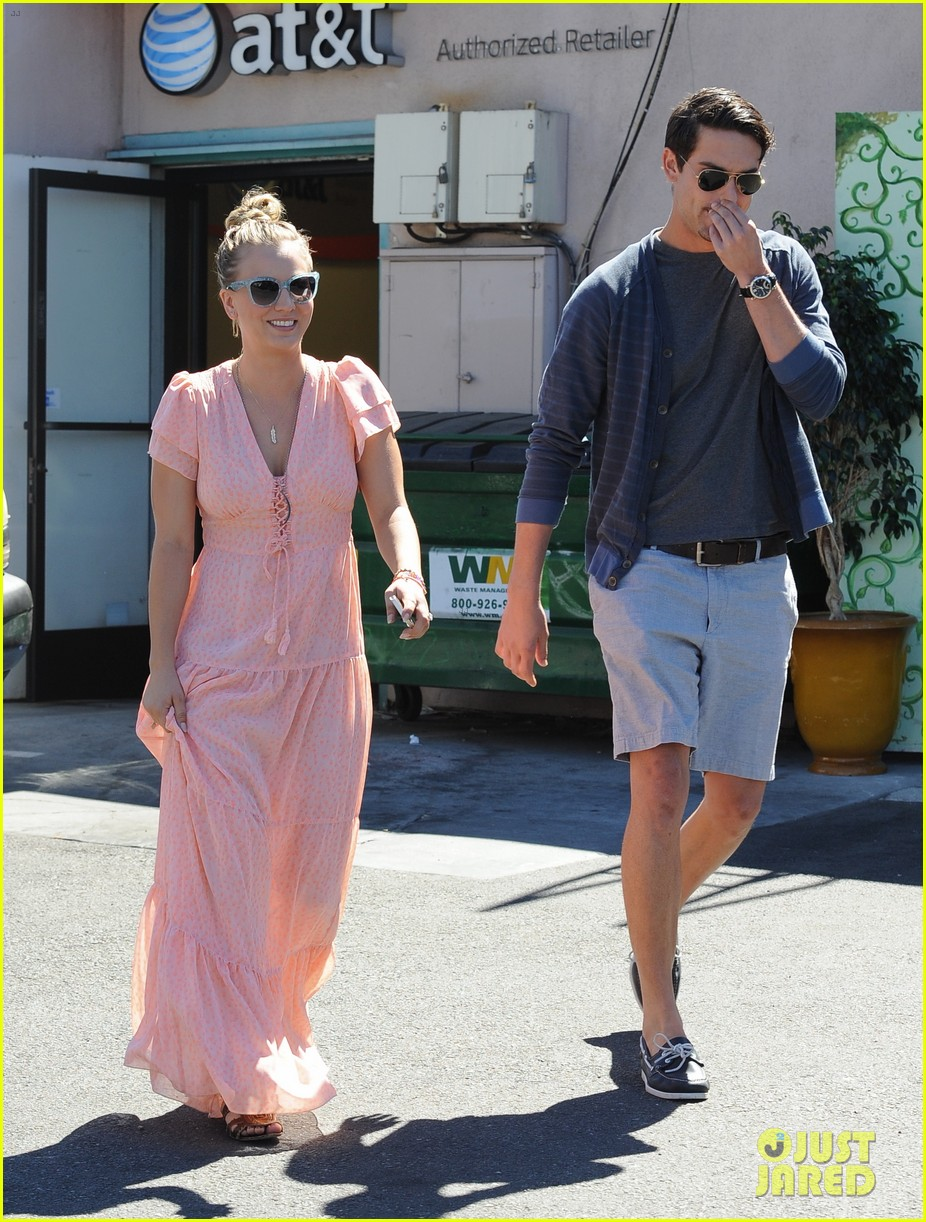 kaley cuoco fiance ryan sweeting hold hands at lunch 172961907