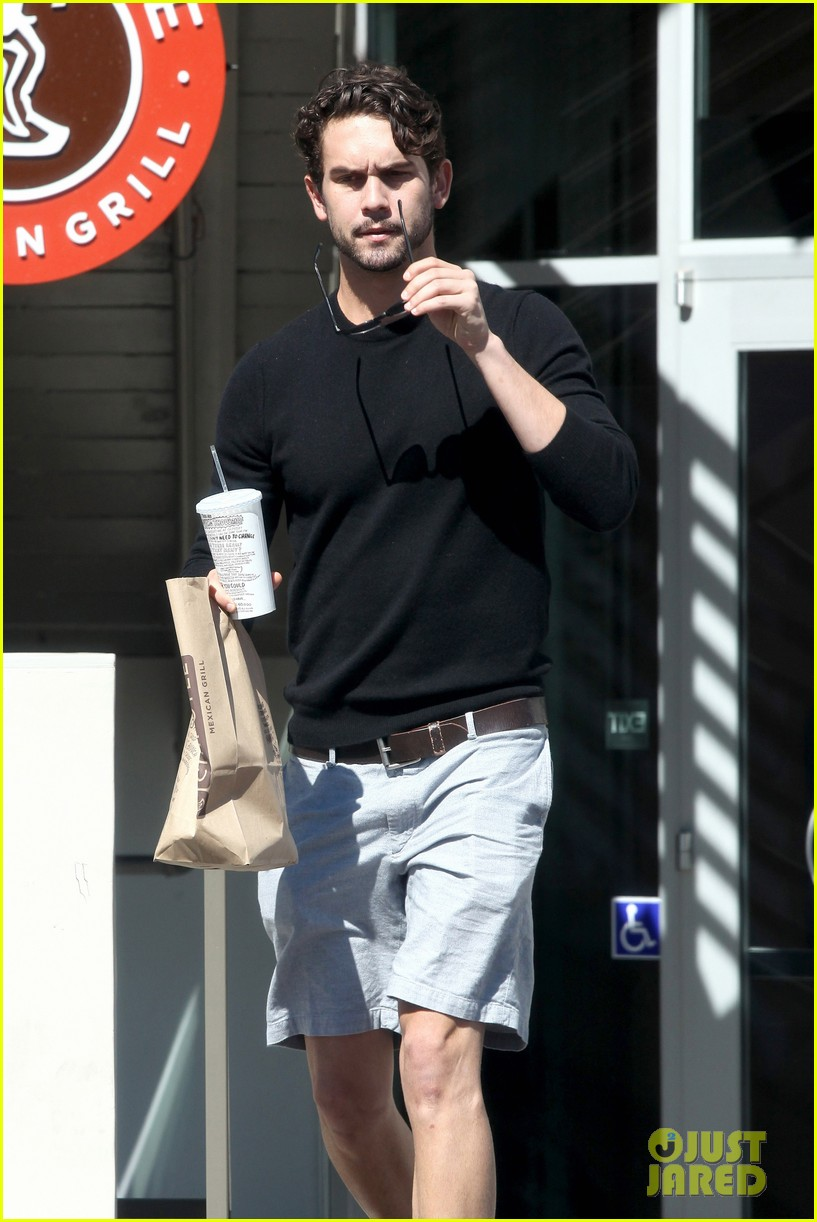 kaley cuoco sparks ryan sweeting engagement rumors with huge ring 092960535