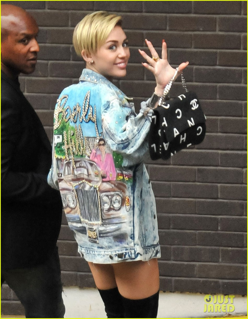 miley cyrus wrecking ball video defended by dad billy ray 092950286