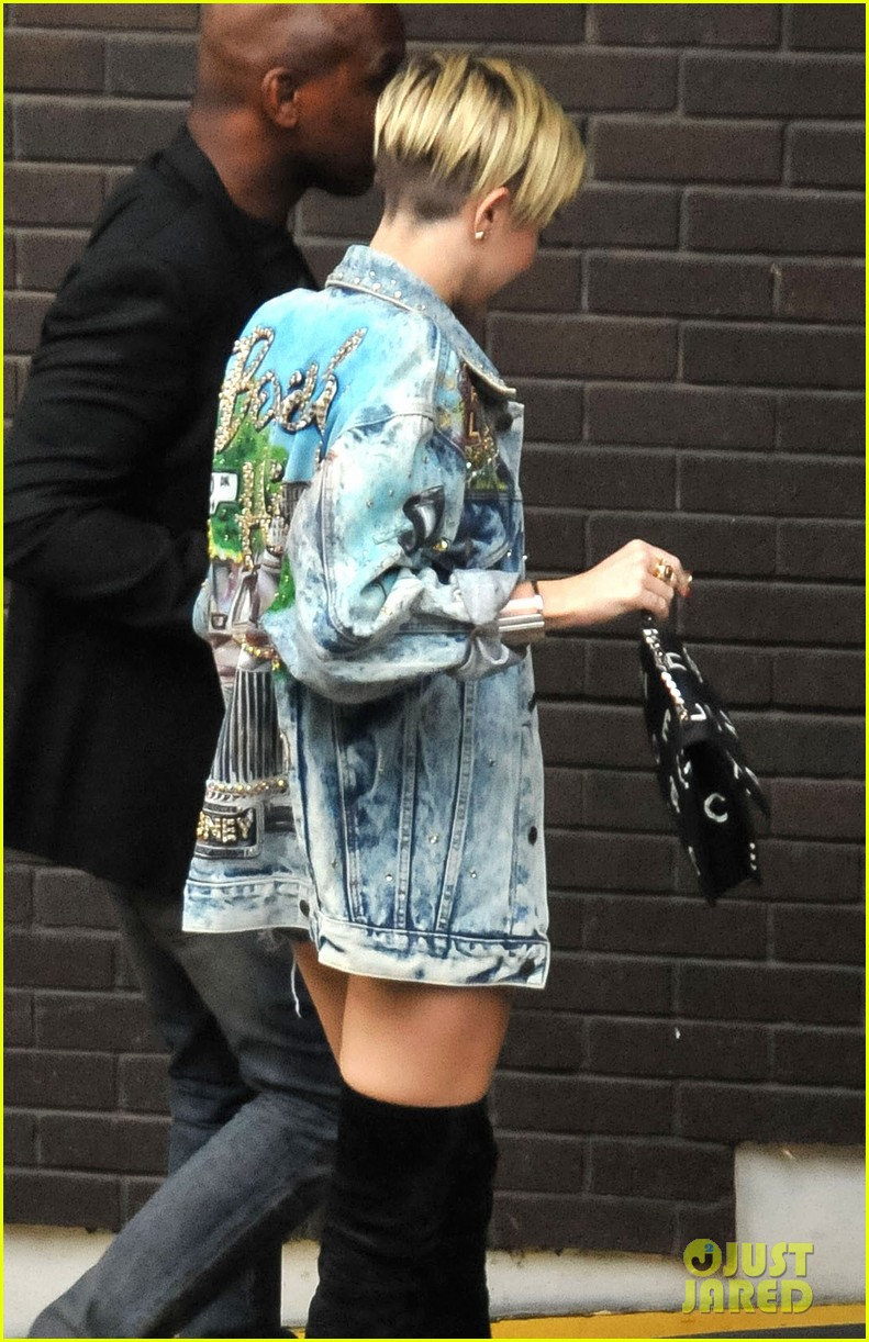 miley cyrus wrecking ball video defended by dad billy ray 112950288