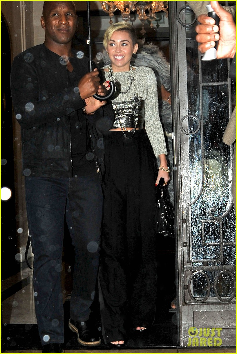 miley cyrus steps out in paris before wrecking ball premiere 09
