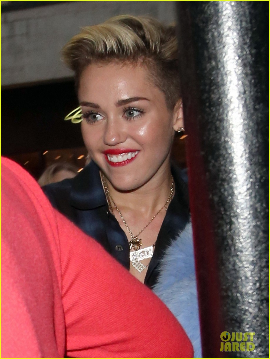 miley cyrus steps out after breaking vevo video record 01