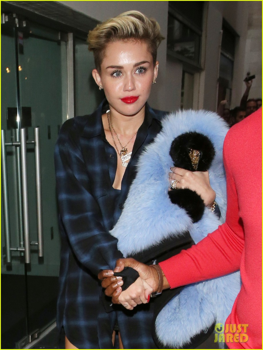 miley cyrus steps out after breaking vevo video record 032949430