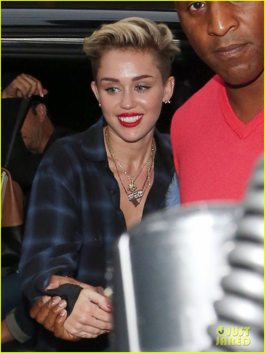 miley cyrus steps out after breaking vevo video record 072949434