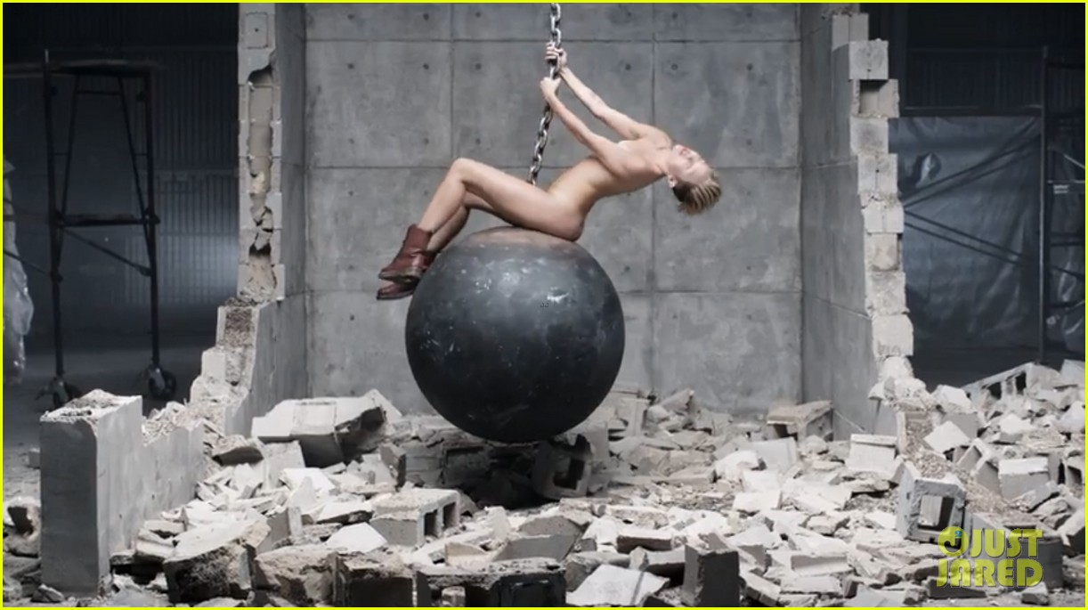 miley cyrus nude in wrecking ball video 01