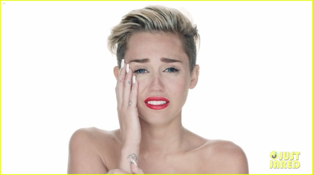 miley cyrus nude in wrecking ball video 022948184