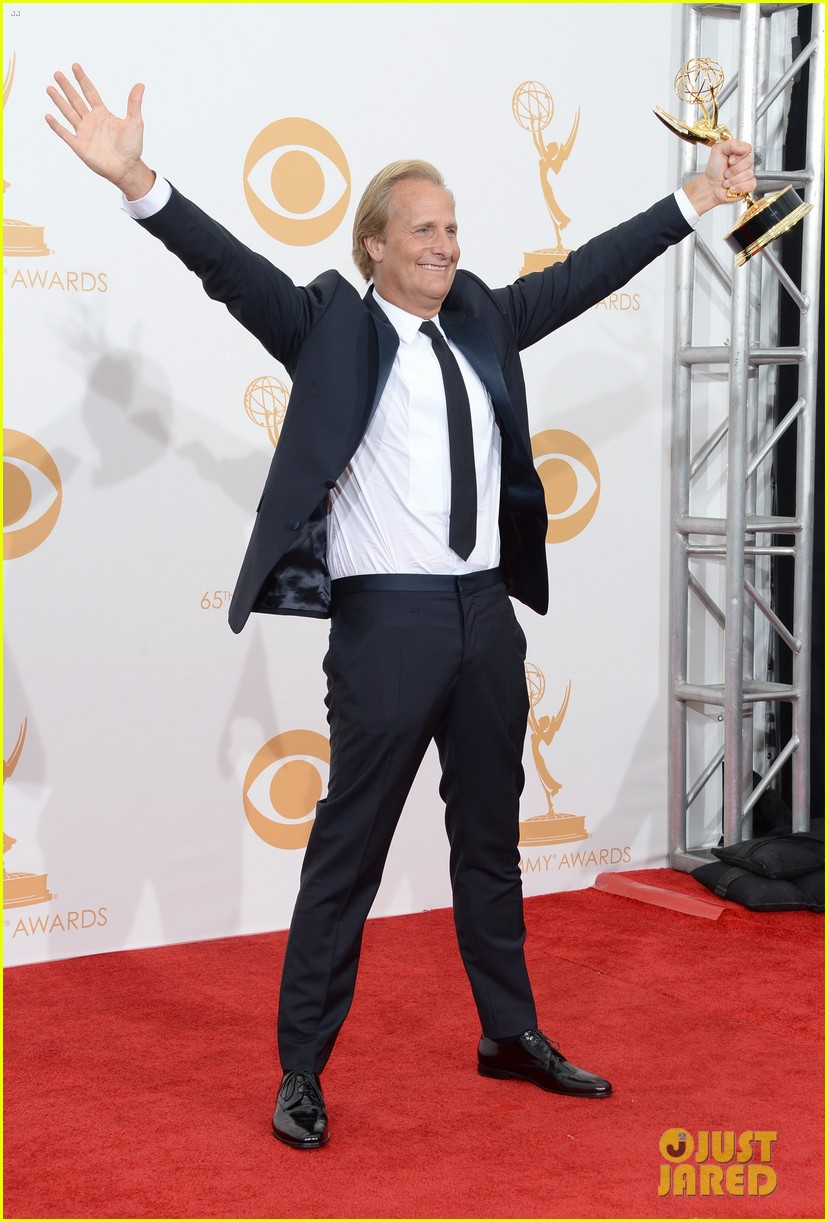 jeff daniels wins first major award at emmys 2013 032958383