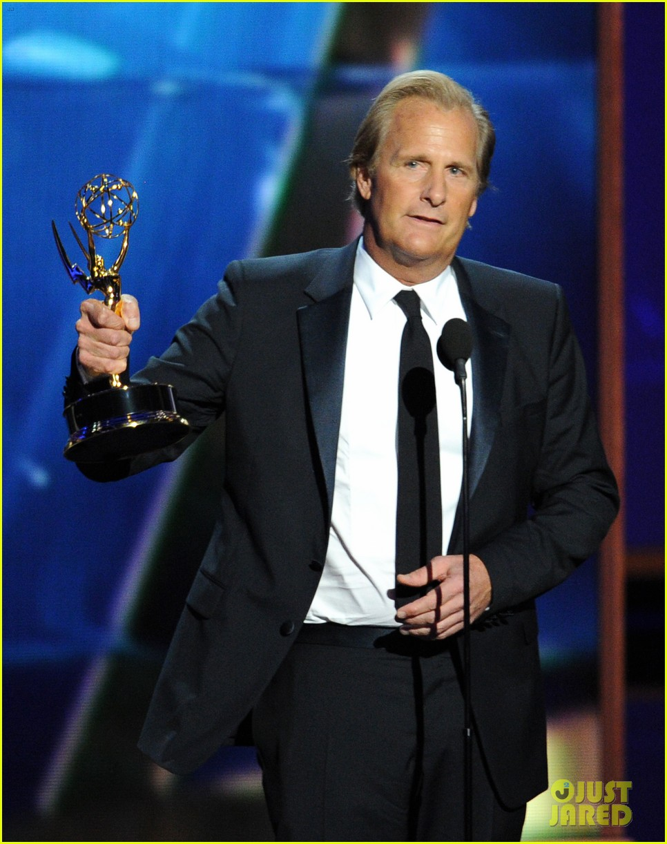 jeff daniels wins first major award at emmys 2013 14